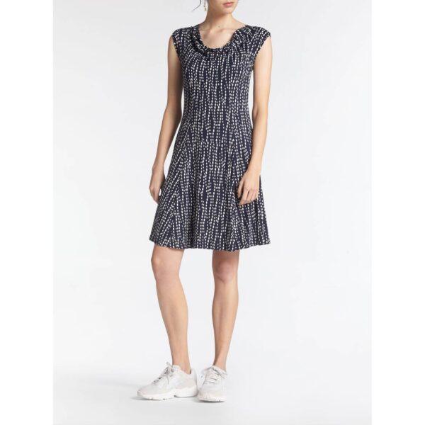 Sandwich NL Korte jurk in een comfortabel model van viscose stretch met all-over print dessin. De jurk heeft geen mouwen en een ronde hals. Dit seizoen kies jij voor verfijnde materialen en vrouwelijkheid. Gemaakt van een viscose stretch is deze jurk verrijkt met een goudkleurige print. De jurk heeft een volantzoom die mee zwiert van dag naar avond.